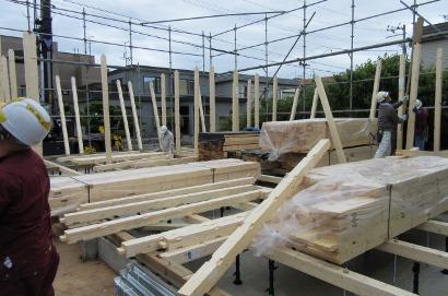 西区 S邸 建て方2.JPG